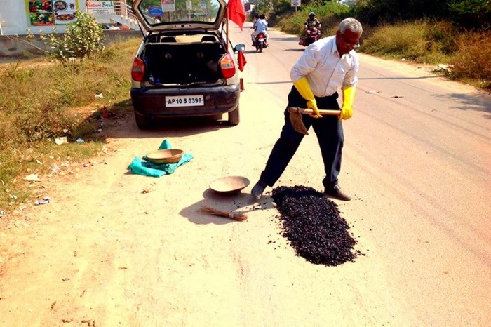 Meet The Man Who Has Dedicated His Life To Fill Potholes