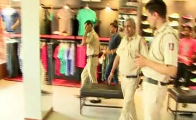 6 Cops Suspended After Taking A Prisoner Shoe Shopping