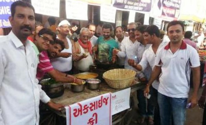 Gujarat Jewellers Open Pakora Stalls And Ask For PAN Cards For Purchase!