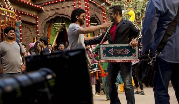 Wait. Shah Rukh Khan To Do A Cameo In Salman's Sultan?