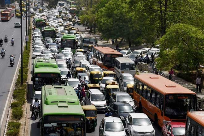 Kejriwal To The Rescue: No More Surge Pricing By Ola & Uber During Delhi's Odd-Even Rule!