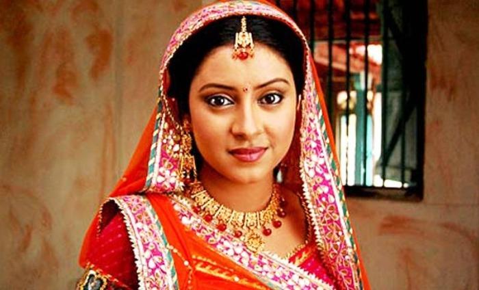 Pratyusha Banerjee's Fan Commits Suicide In Front Of Her 2-Year-Old!