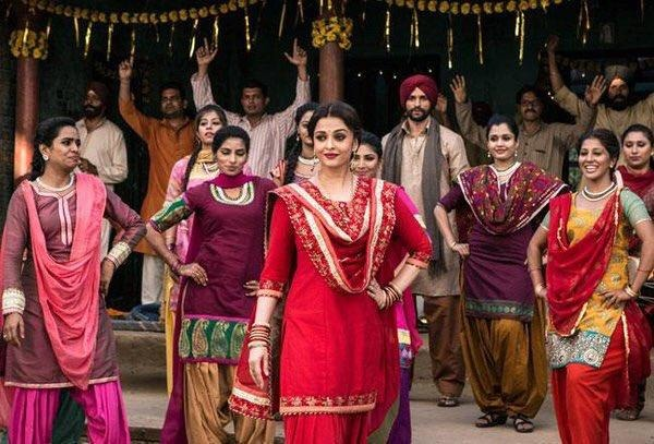 Gorgeous Aishwarya Rai Bachchan Stuns In New Sarbjit Stills