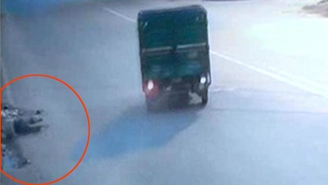 Delhi Never Fails To Disgust The Daylights Out Of Humanity: Man Bleeds To Death In Hit & Run Case