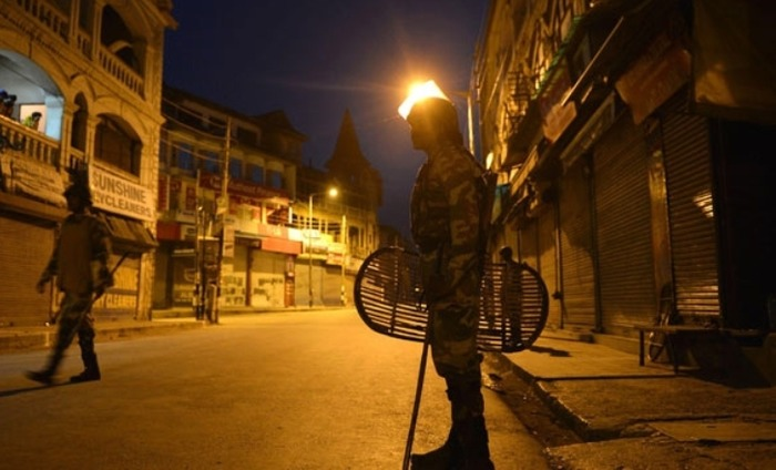 Strict Curfew After Dusk Makes Life Very Difficult In Kashmir