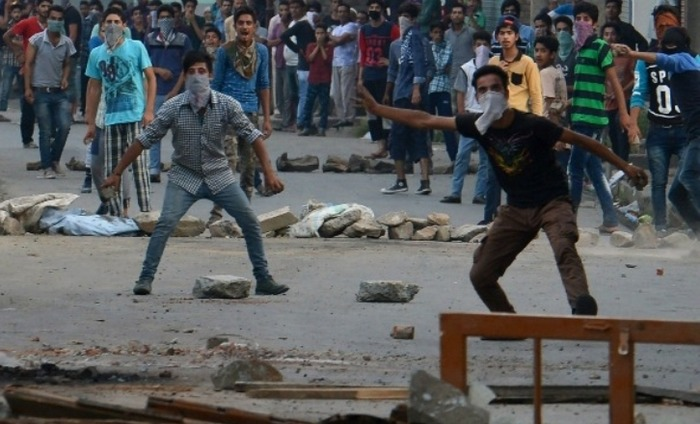 Clashes Begin In The Kashmir Valley Yet Again Post Curfew Lift