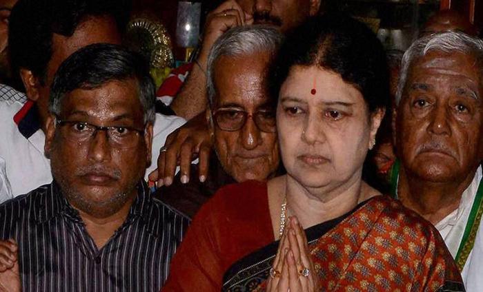 Decks Clear For Sasikalaa To Become AIDMK Chief