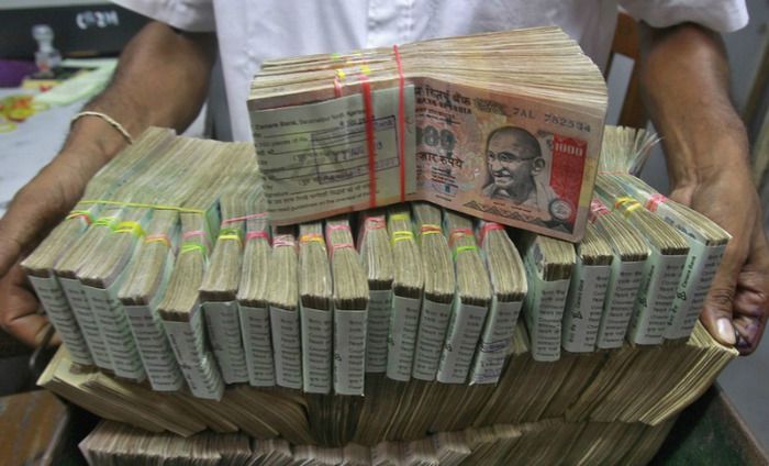 5 Held In Delhi With Over Rs 3 Cr In Banned Currency