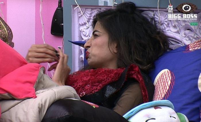 Bigg Boss 10: Priyanka Jagga Makes Personal Comments On Mona And Manu