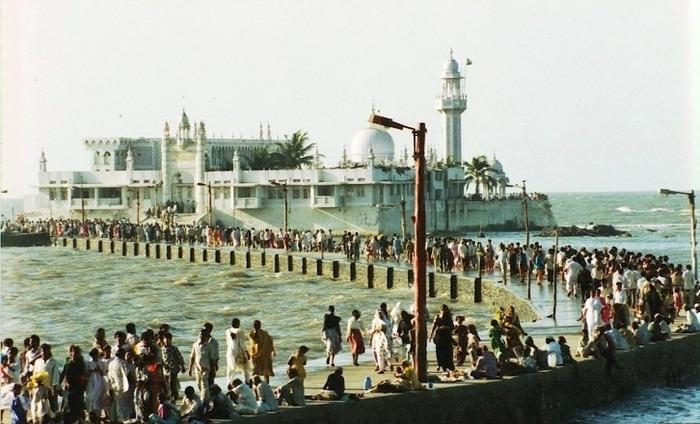 Maharashtra Govt Favours Entry Of Women To Haji Ali