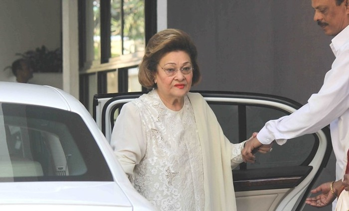 Raj Kapoor's Wife Krishna Raj Kapoor Hospialized In Mumbai