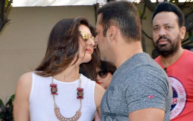 Because Ex's Can Still Be Friends:  Salman Khan Kisses Sangeeta Bijlani