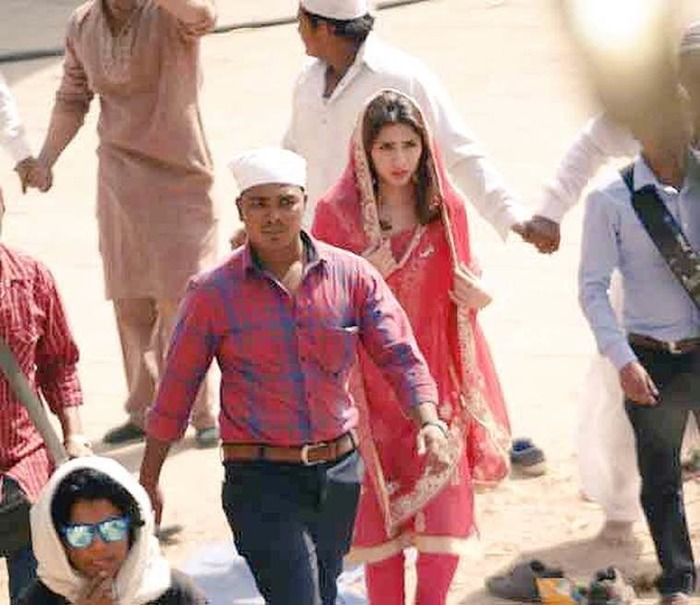 Yay Or Nay: Mahira Khan's First Look From 'Raees' Revealed