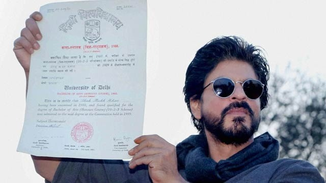 Shah Rukh Khan Gets A Degree From Hansaraj College After 28 Long Years