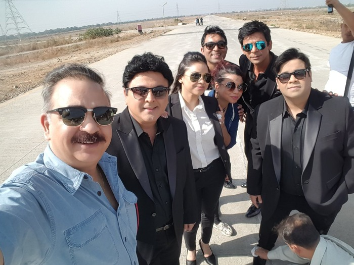 WOAH! Kapil Sharma's Photo With 'Comedy Nights' Team Will Make Your Day!