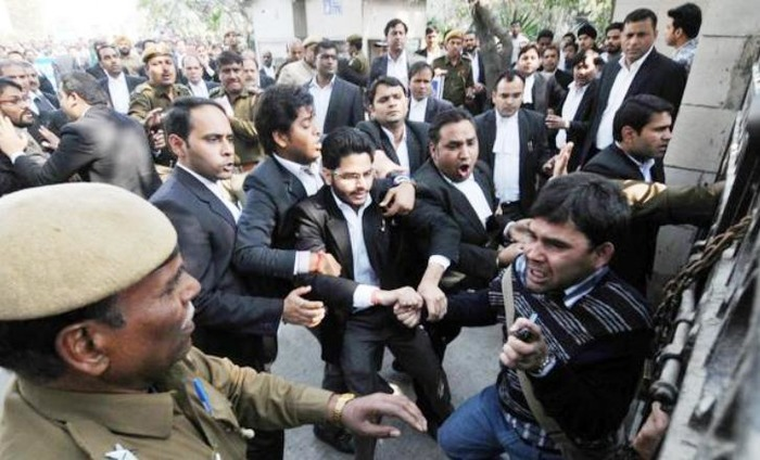 #JNU Row: Lawyer Who Assaulted Journalists And Kanhaiya Arrested, Let Out On Bail