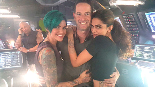 Guess Which Hollywood Star Photobombed Deepika Padukone's Picture?