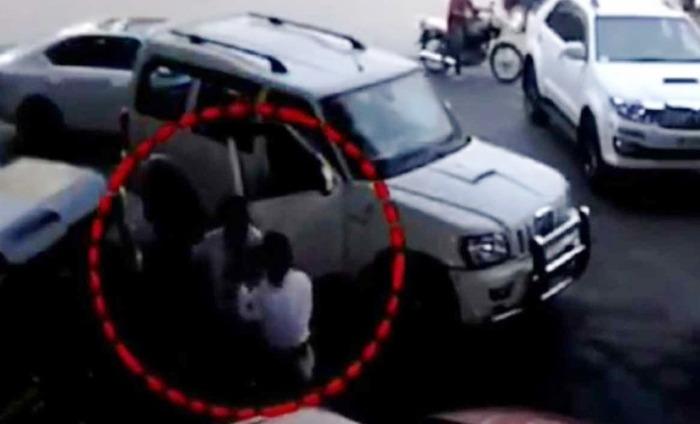 Shiv Sena Member Beats Up Woman Traffic Constable