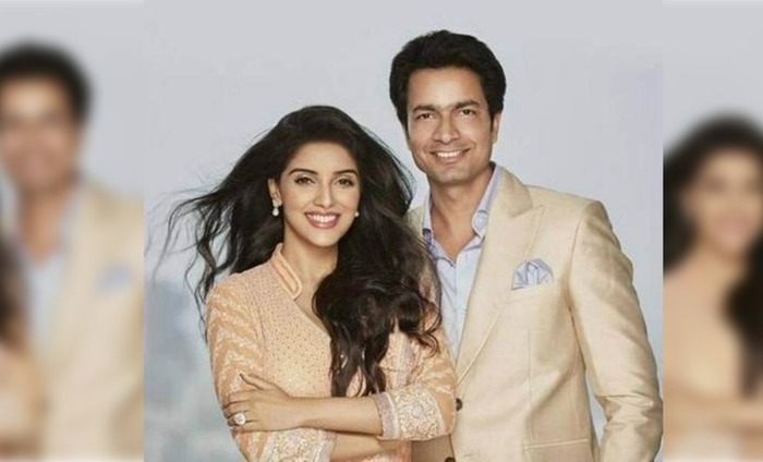 See Pic: Asin Shares Wedding Invite; Akshay To Be The Best Man