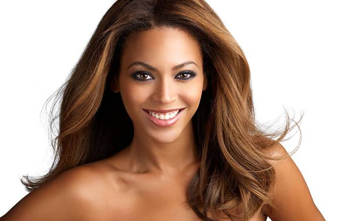 The Famous Hollywood Singer Beyonce In News For Her Video With Sonam Kapoor