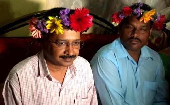 Kejriwal Wore Flowers On His Head And Twitter Went All Mad