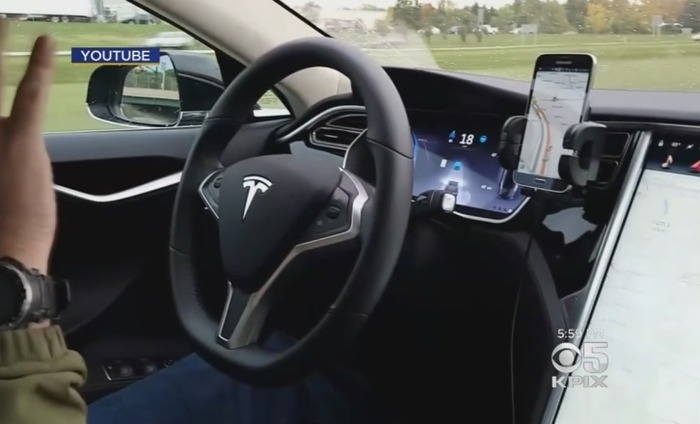 US Authorities Probe Tesla's Self-Driving Cars After Driver Dies In Accident