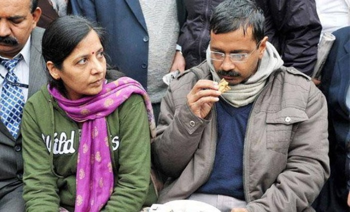 Arvind Kejriwal's Wife Has Been Granted VRS From IRS After 22 Years Of Service