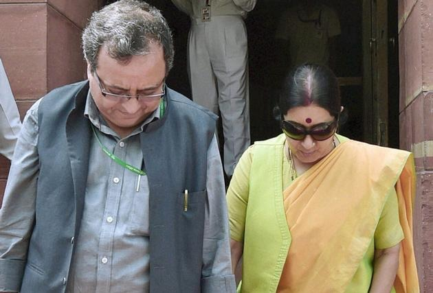 Sushma Swaraj Tweeted A Beautiful Picture From Her Early Days Into Married Life
