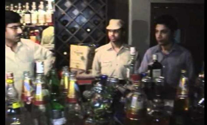 Police Raid Hookah Bar, Arrest 4 Persons