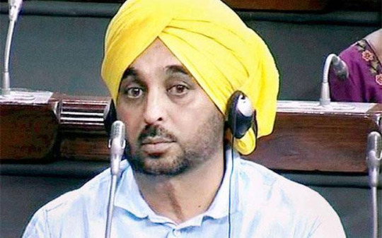 Disgusting: This Footage Of Drunk AAP MLA Bhagwant Mann Shows The Ignorance Of Indian Politicians!
