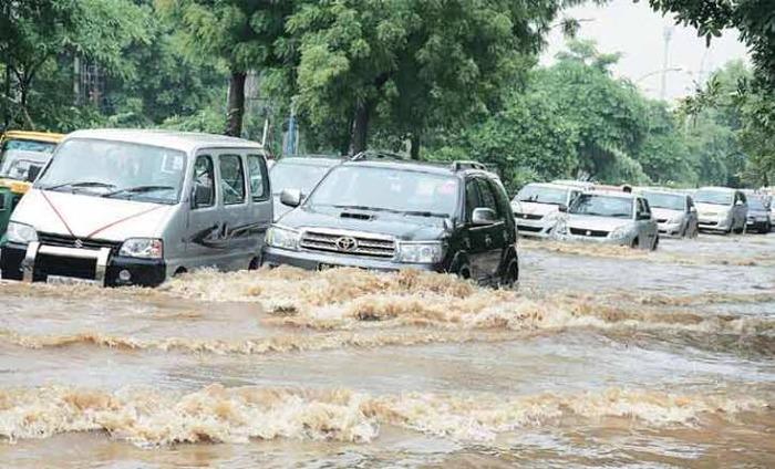 Hundreds Stuck Due To Waterlogging In Gurgaon