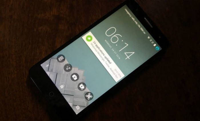 TCL 560 Smartphone: First Impressions