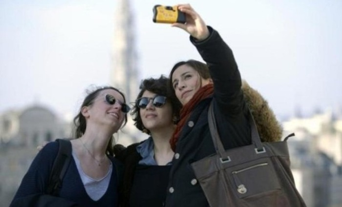 Watch Out: Selfie Elbow Is A Real Medical Condition Now