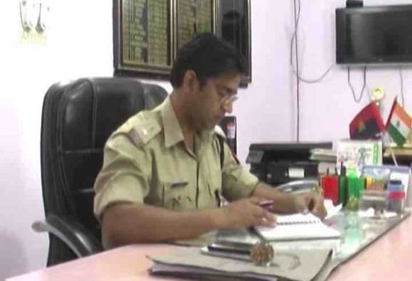 Here's How This Rampur SP Rescued A Woman From A Bus Before She Was Assaulted!