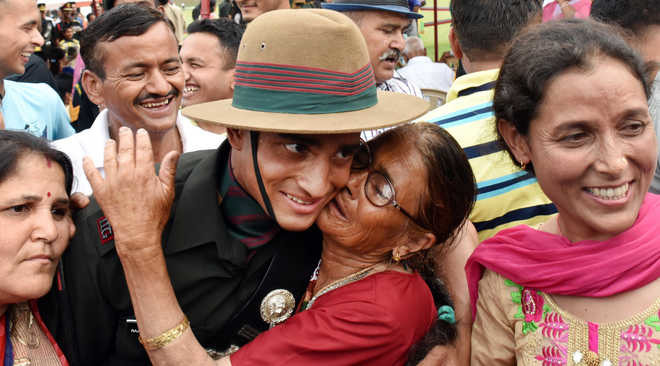 Retired Army Cook's Son Wins The 'Sword Of Honour' At The Indian Military Academy!