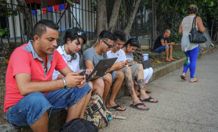 1000 Wi-Fi Hotspots Zones To Be Set Up In Delhi