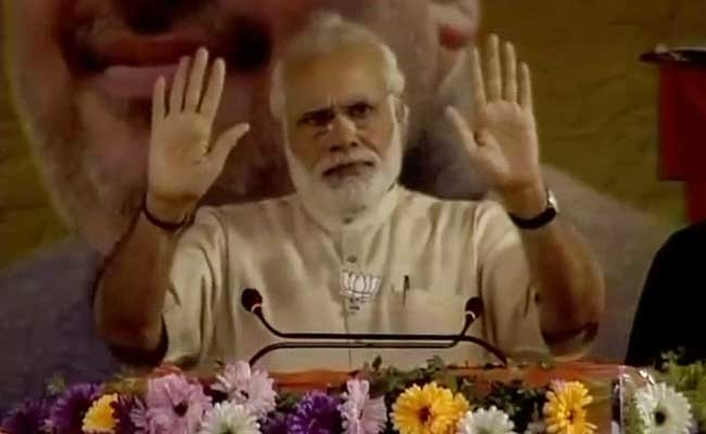 Narendra Modi Pauses His Speech For An 'Azaan' In West Bengal