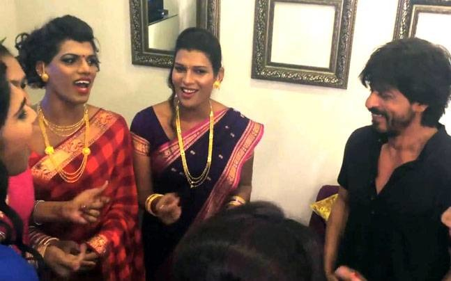 Watch: SRK Grooving With India's First Transgender Band