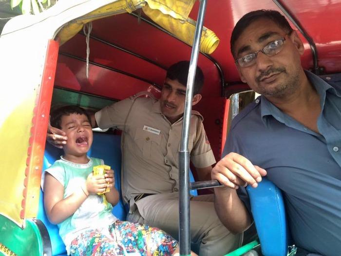 Delhi Cop And Auto Driver Help A Child Reunite With His Parents!