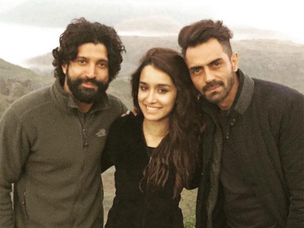OMG! Are Farhan Akhtar And Shraddha Kapoor An ITEM?