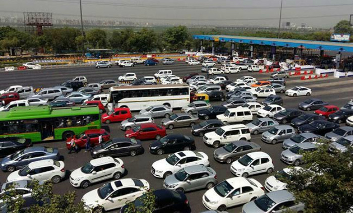 Jam Packed Roads In And Around Delhi Due To The Ban On Diesel Cabs