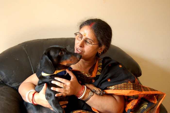 Kudos! This 60-yr-old Lady Feeds 550 Stray Dogs Everyday