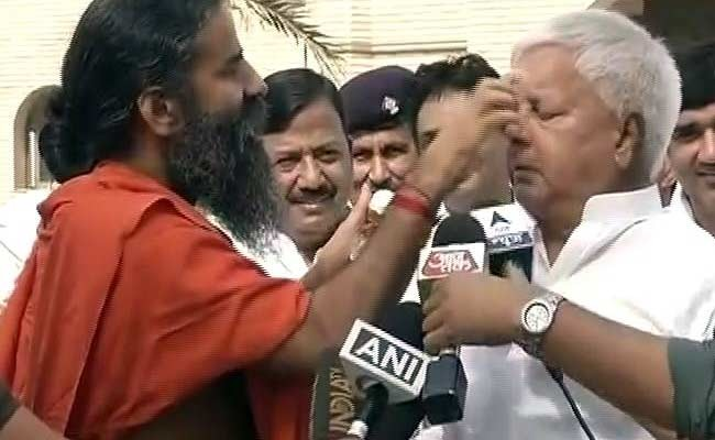 OMG: Baba Ramdev Puts Cream On Lalu's Face & With That, I Have Officially Seen It All In Life!