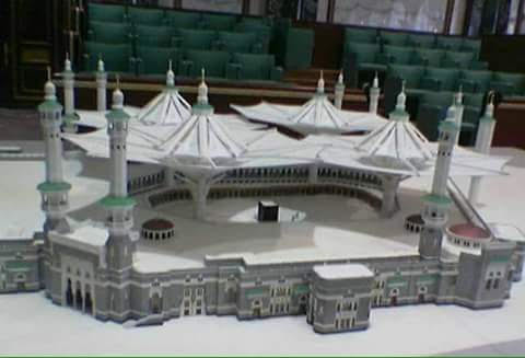 World's Largest Umbrella Being Installed In Makkah Haram