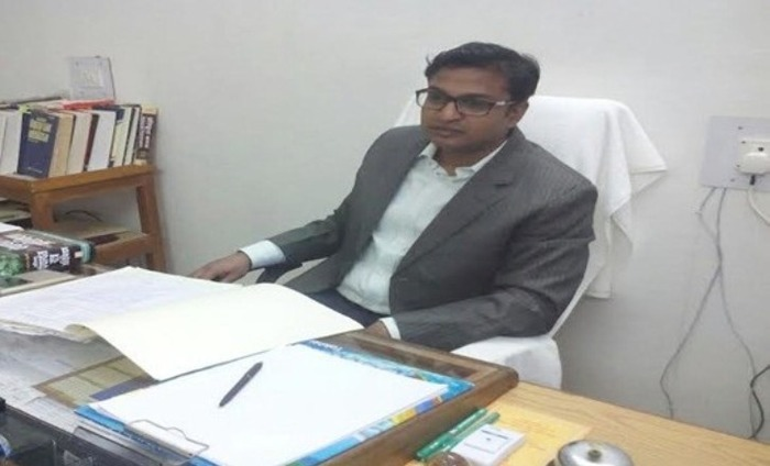 Arrogant IAS Officer's Picture Goes Viral For All The Wrong Reasons