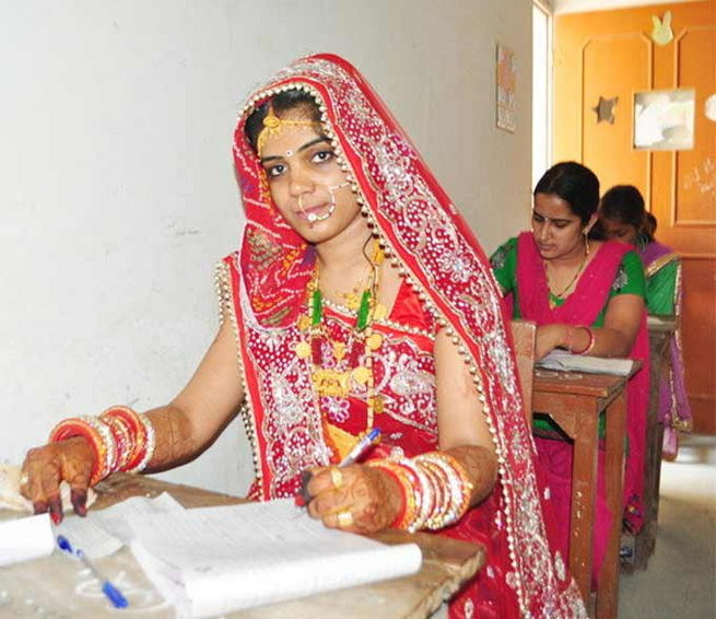 More Power To You: Rajasthani Bride Writes Exam On Her Wedding Day While The Husband Patiently Waits