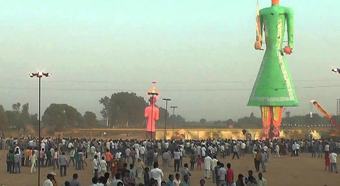 OMG:The Biggest Ravana Is Burnt In Barara (Haryana)