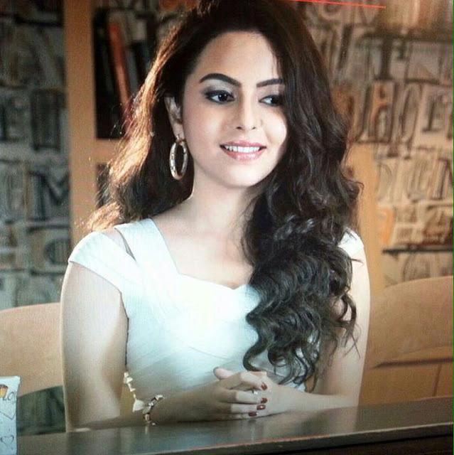 Actress Farah Titina