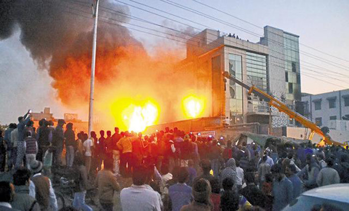 Major Fire In A Factory Located In Sahibabad District, 12 People Killed In The Blaze