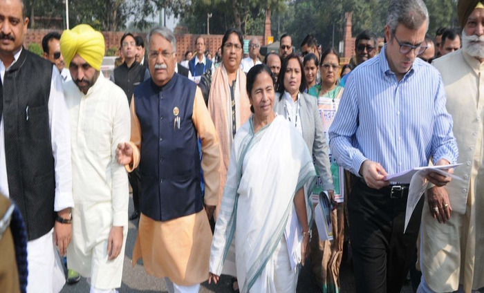 West Bengal CM Mamata Banerjee Leads Protest March Against Demonetization